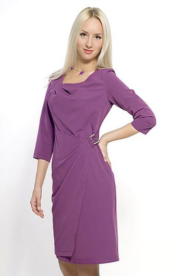 Еще один из халатных вариантов платья. Но эта модель смотрится неплохо. Однако, я считаю, что бижутерия здесь не к месту.