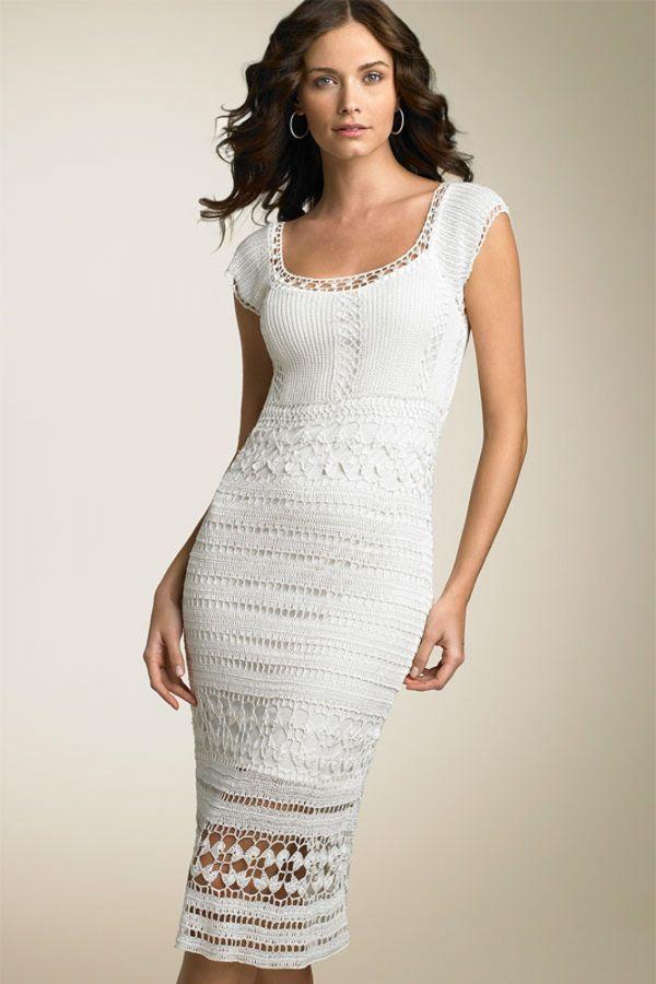 В таком платье следующим летом вы будете королевой моды! Самый актуальный белый цвет смотрится потрясающе. К тому же, вязаные и кружевные платья будут в моде.