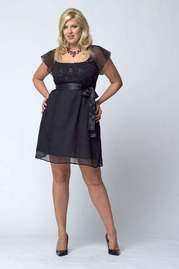 На мой взгляд - не совсем удачный вариант. Длина слишком короткая. Полным женщинам опасно выбирать такую длину. Но если все же вам нравятся платья выше колен, стоит позаботиться о хороших утягивающих колготках.