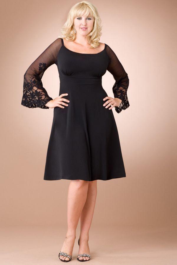 Это платье преображают рукава: они помогут скрыть руки, при этом платье не будет смотреться глухим и скучным. А красивая вышивка привносит в наряд особую изюминку.