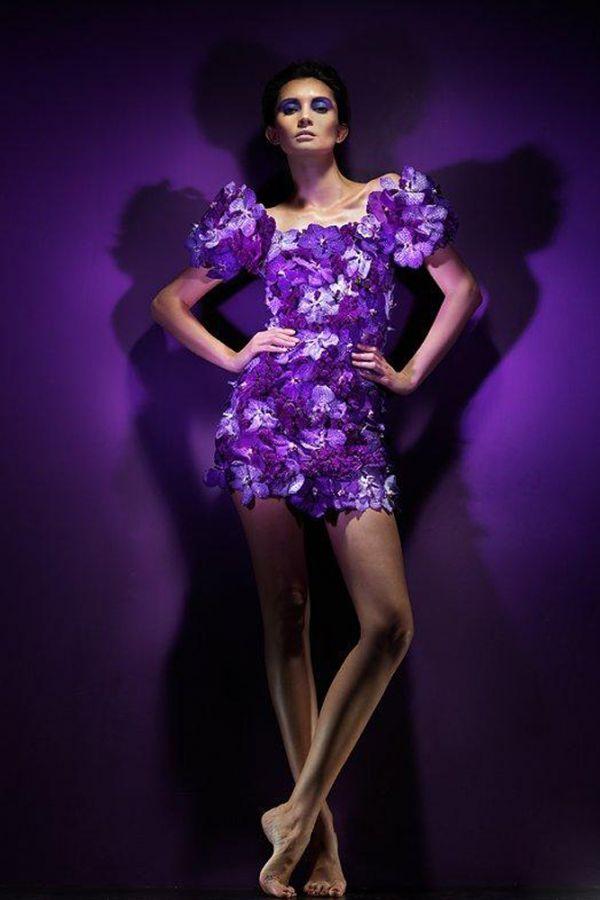 Платье из живых цветов не только смотрится невероятно красиво и женственно, но и, должно быть, благоухает лучше любого парфюма.