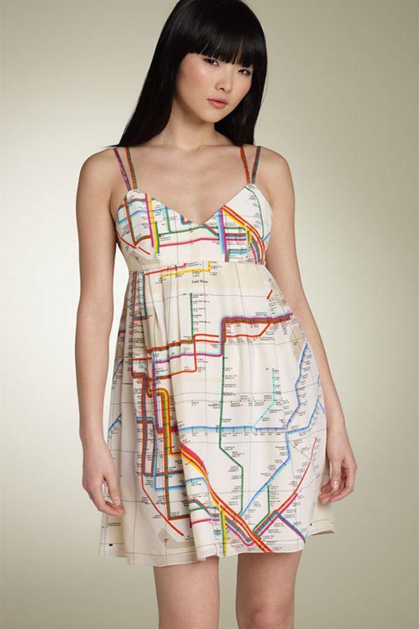 Платье с картой метрополитена. Один из немногих вариантов оригинальных платьев, который можно использовать в повседневной жизни.