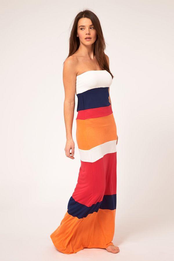 Платья подобных расцветок часто встречались этим летом в разных вариациях. Но следует помнить, что горизонтальные, тем более широкие полосы будут полнить.