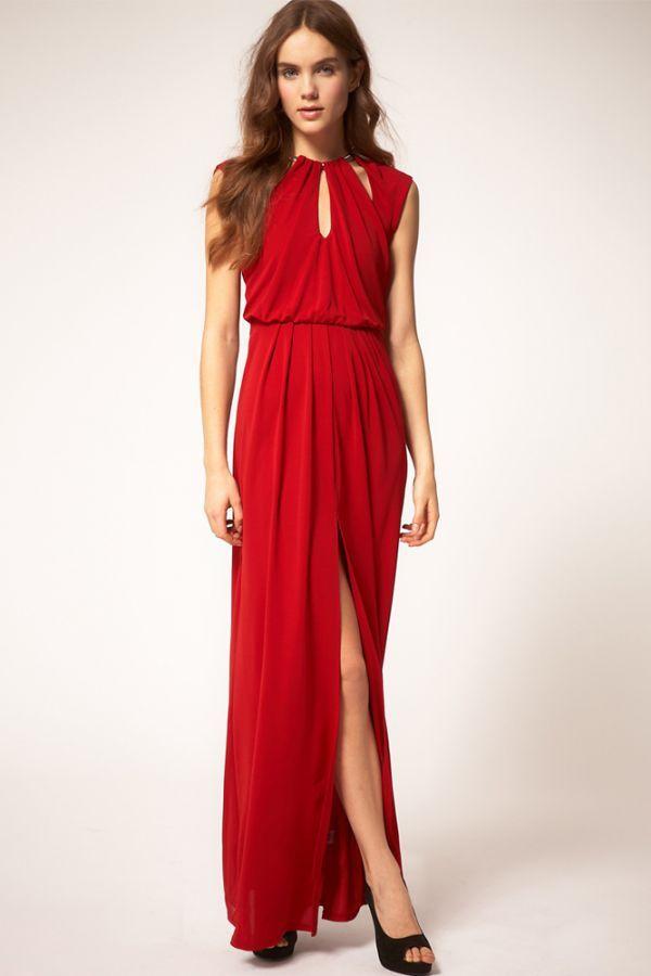 Это платье очень загадочное. Вроде бы однотонное, но зато, какое яркое! Казалось бы, длинное, но какой смелый разрез!