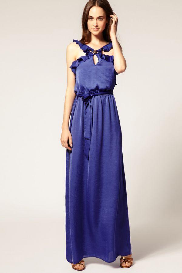 Такое платье не нуждается в украшении аксессуарами: оно само по себе способно украсить кого угодно. Достаточно свободный крой, не будет обтягивать и скроет огрехи фигуры.
