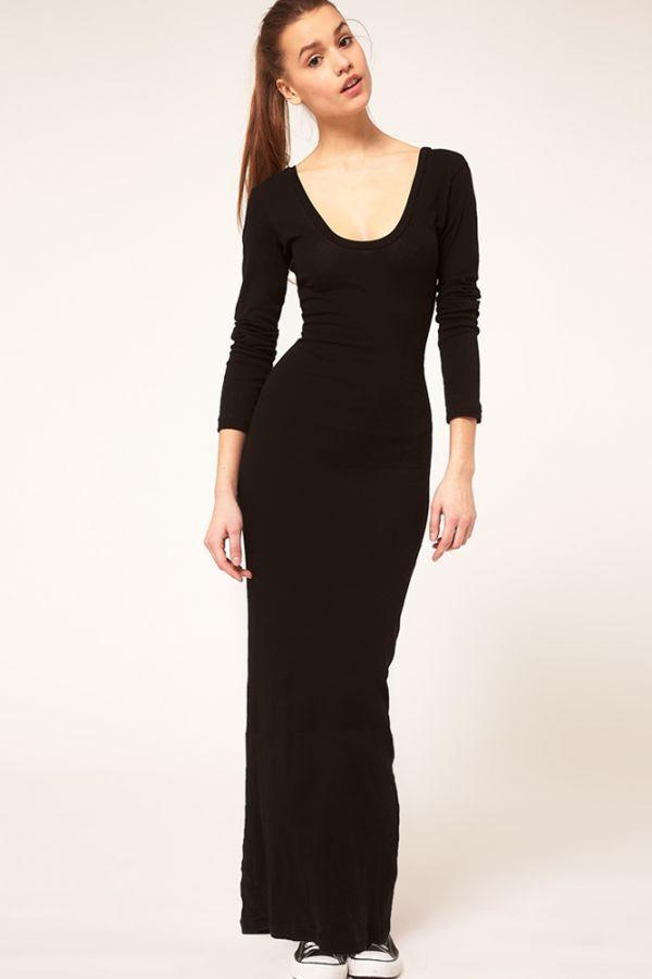 Мне нравится этот вариант. Практически такое же платье есть у меня в гардеробе. Оно стройнит и подходит для разных случаев: достаточно просто разбавить соответствующими аксессуарами.