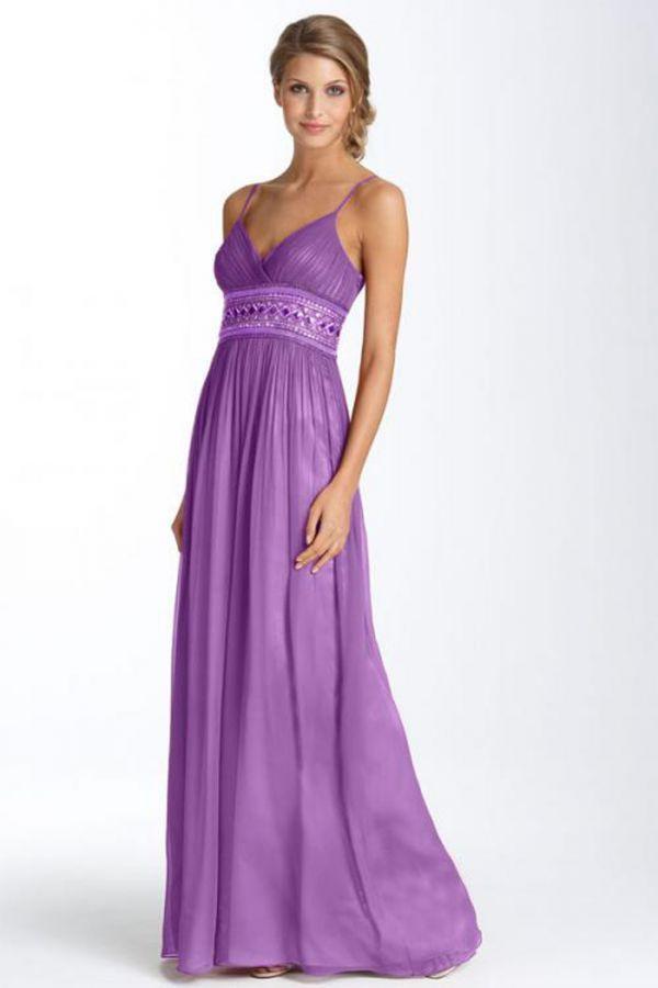 Очень приятный и нежный цвет. Но в то же время он достаточно яркий и эффектный. Фасон такого платья способен удачно подчеркнуть грудь и скрыть недостатки на талии.