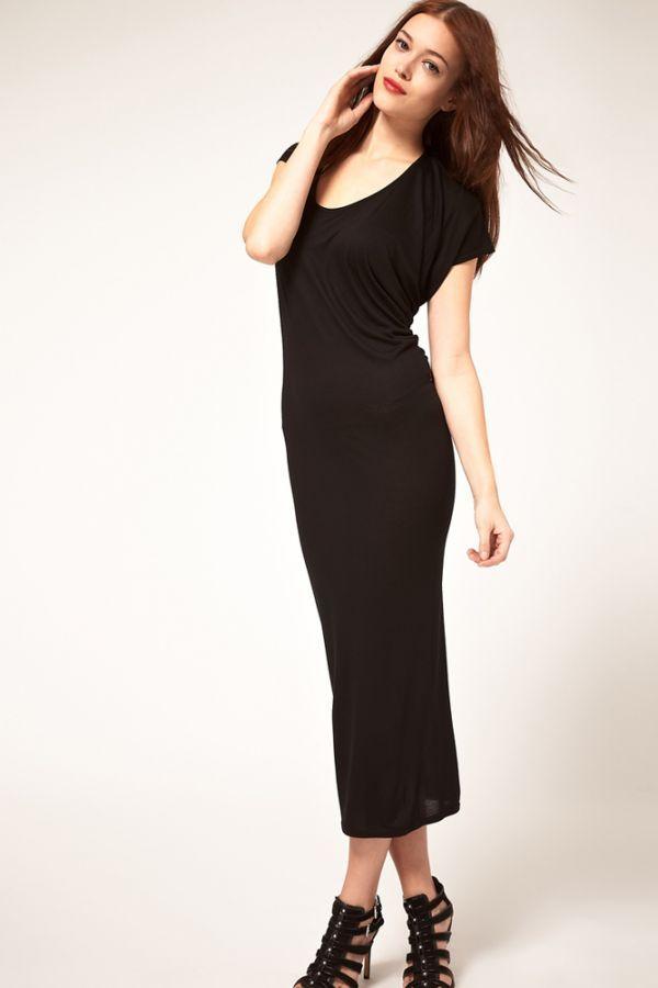 Это платье чем-то похоже на не совсем удачный красный вариант. Только длина чуть короче и верх более свободен. В целом оно смотрится неплохо, к тому же, черный цвет стройнит.