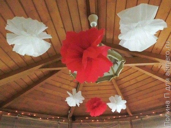 Цветы из гофробумаги как праздничный декор