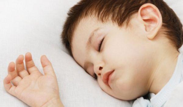 Почему ребёнок ночью скрежет зубами