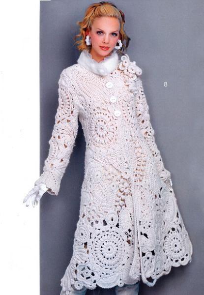 Это белое пальто связано крючком оно