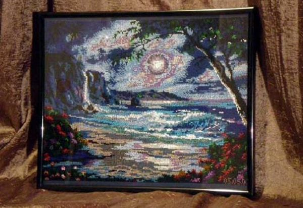 Очень насыщенная картина. Море, скалы, луна, дерево – это навеивает воспоминания о летнем отдыхе.
