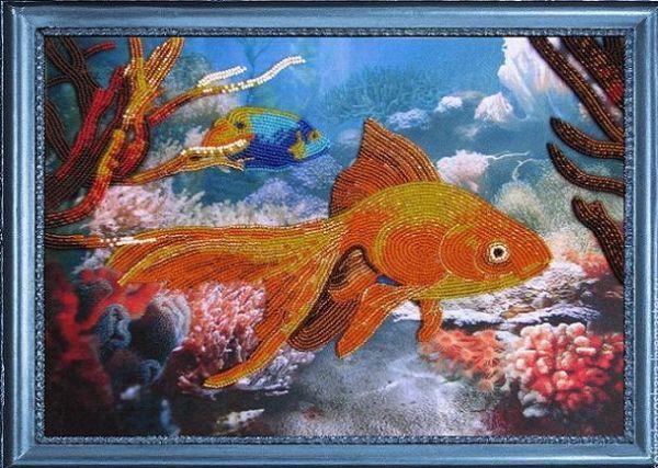 Это набор аквариум. Обратите внимание, как вышита большая рыбка, это специальная техника, которой несложно научиться.