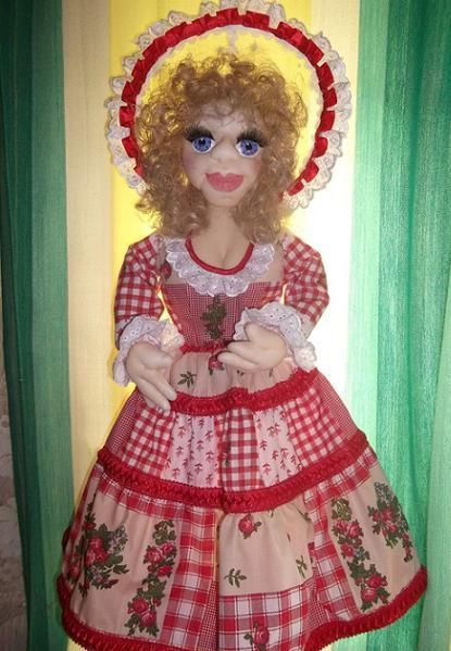 Этим фото я хотела показать, что важно не только как сделать куклу, а еще в какую её одежду одеть.