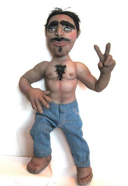 И напоследок от меня для вас шуточная кукла. Это мини копия мужа, которая напоминает о нем во время командировок.