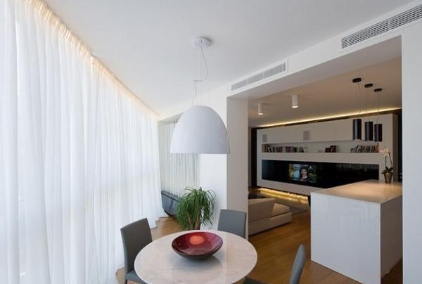 И напоследок данного интерьера покажу небольшую столовую зону возле кухни и гостиной зоной. Форма помещения очень неудобная.