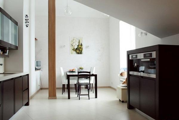 Возле кухни есть несколько свободных метров, которые сделали под столовую зону. Эта часть мне показалась немного скучной.