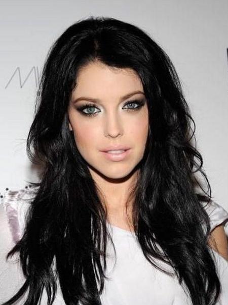 черные волосы и голубые глаза фото