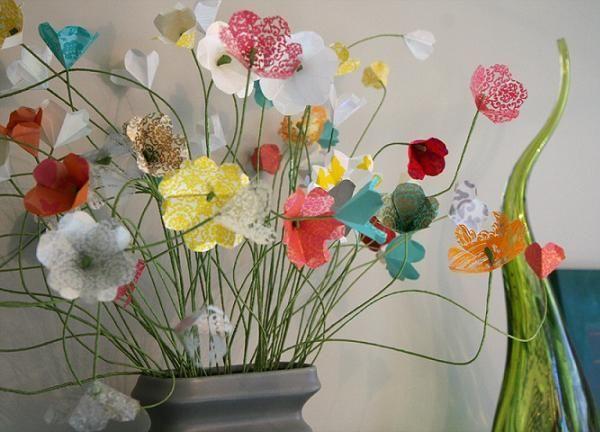 Если вы присмотритесь, то поймете, насколько легко делается такой цветочный вазон. Вы можете работать с проволокой для стеблей, а чадо с бумагой.