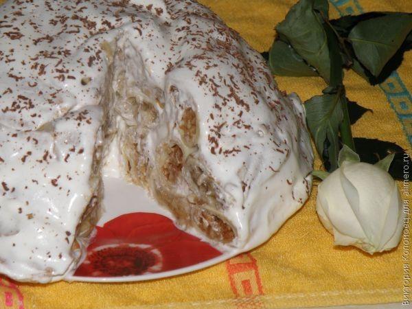 Блинный торт со сметанным кремом и фруктами