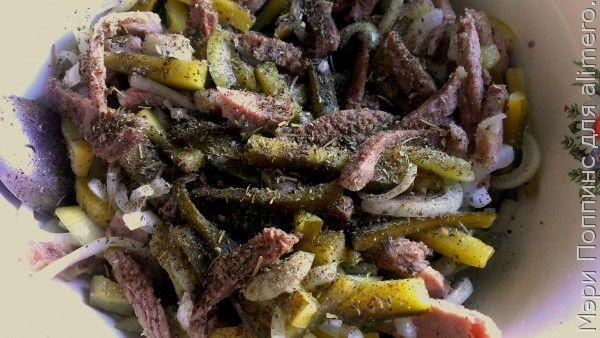 Салат из соленых огурцов с мясом
