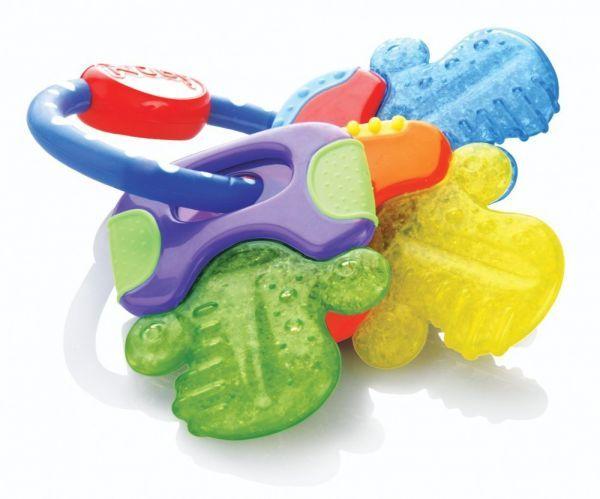 Прорезыватели - специальные игрушки, которыми малыш может массировать десны. Некоторые из них заполнены жидкостью - такие можно поместить в холодильник перед