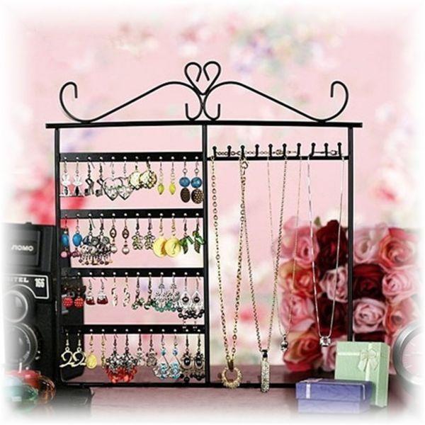 Органайзер для украшений - отличная идея для любительниц порядка и большой коллекции украшений. С ним парные изделия не растеряются, а цепочки не запутаются.
