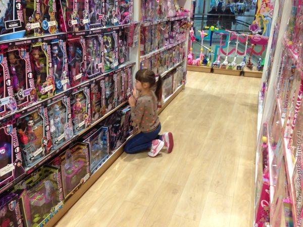 Поведение ребенка в магазине игрушек