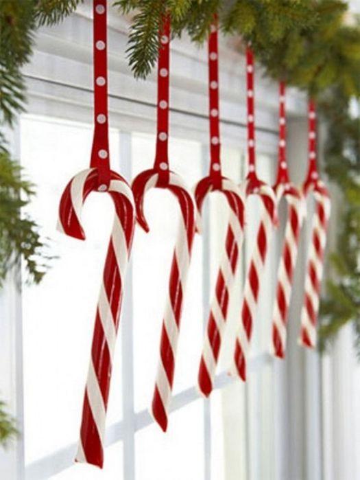 У меня такой декор в виде конфет вряд ли провисел бы долго. До Нового года точно бы не дожил. А у вас?