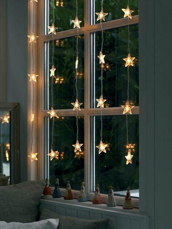 Очень люблю гирлянды из лампочек. На окне они выглядят уютно и мило. Сразу представляю: плед, горячий кофе и хорошая книга в моих руках. А за окном пусть хоть -30!