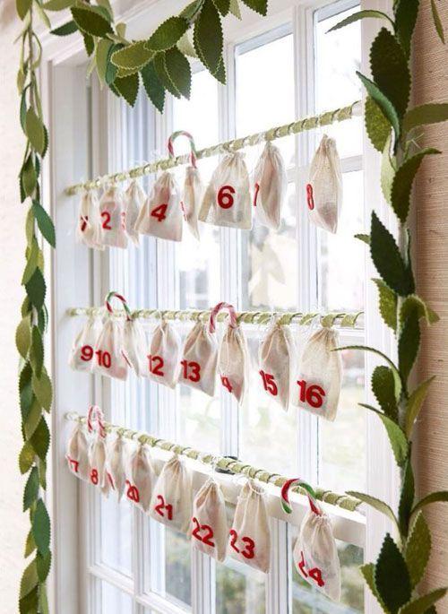 Украшение в виде адвент календаря. По опустевшим мешочкам можно понять, сколько дней осталось до Нового года.