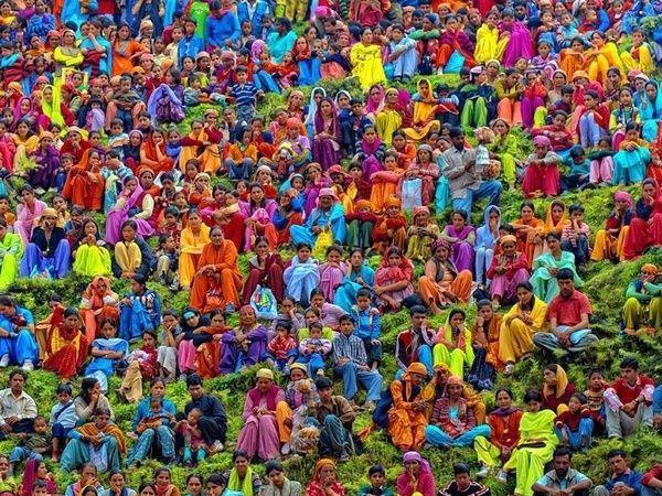 В Индии принято обливать друг друга красками или водой. В Новогоднюю ночь индийцы не загадывают желания, а просят у богов любовь и удачу.