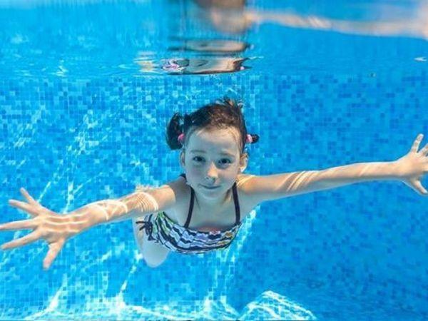 Сходить в бассейн. Свою семью я смогла записать в бассейн с сауной только на 6 января, все было расписано! Видимо не только мне пришла в голову эта идея.