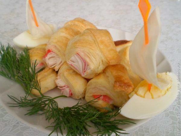 Закуска: крабовое мясо в слоеном тесте
