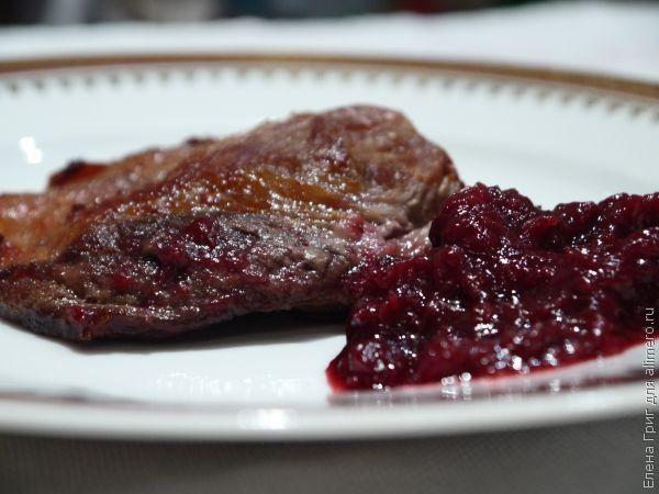 Свинина с брусничным соусом рецепты