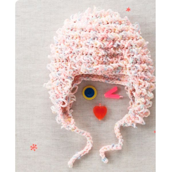Очень симпатичная шапочка, которая подойдет деткам дошкольного возраста. Для малышей такой вариант будет очень удобен, ведь ушки в такой шапке закрыты.