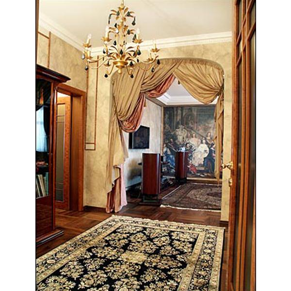 Такой вариант оформления дверного проема хорошо подойдет для квартир. Очень красиво.