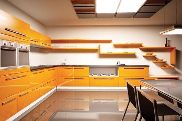 Лучше всего оранжевая кухня будет смотреться вместе с фиолетовым, лиловым, голубым и синим цветом. Только не нужно забывать, что пол должен быть темнее стен на 1-2 тона.