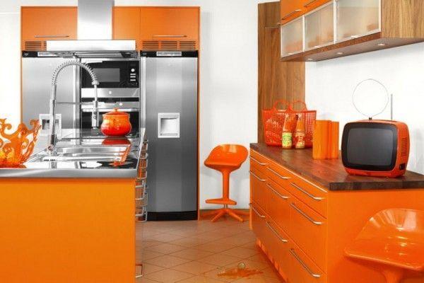 Дизайн оранжевой кухни всегда привлекаетелен и актуален. Оранжевая кухня создаст хорошее и позитивное настроение с самого утра.