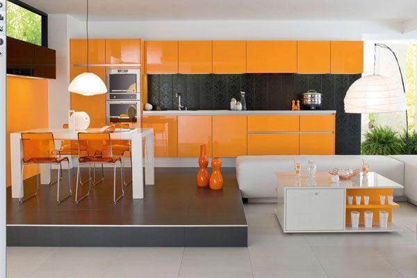 Оранжевый цвет — цвет теплоты, блаженства, накала, но в тоже время — мягкого блеска заходящего солнца.