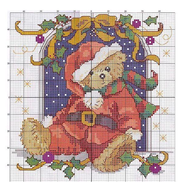 Очень красиво смотрится картина с изображением новогоднего мишки. Оформленная в раму, она будет смотреться очень дорого.