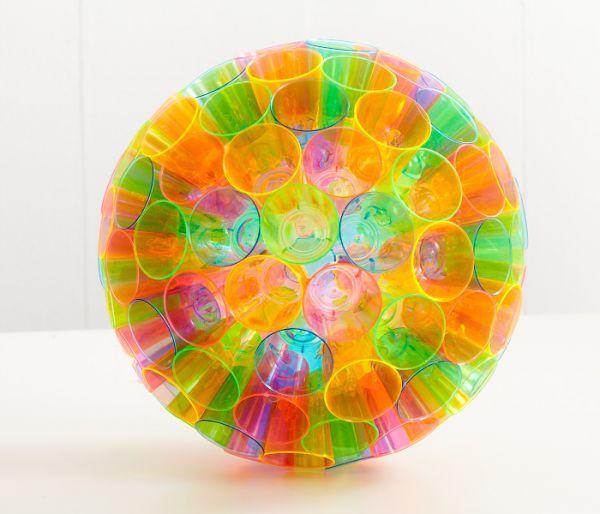 Поделка из пластиковых стаканчиков шар