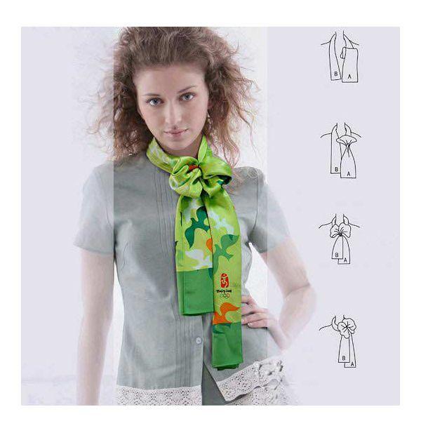 небольшой шейный платок подчеркнет изящество длинной, тонкой шеи. Выбирайте яркие цвета.