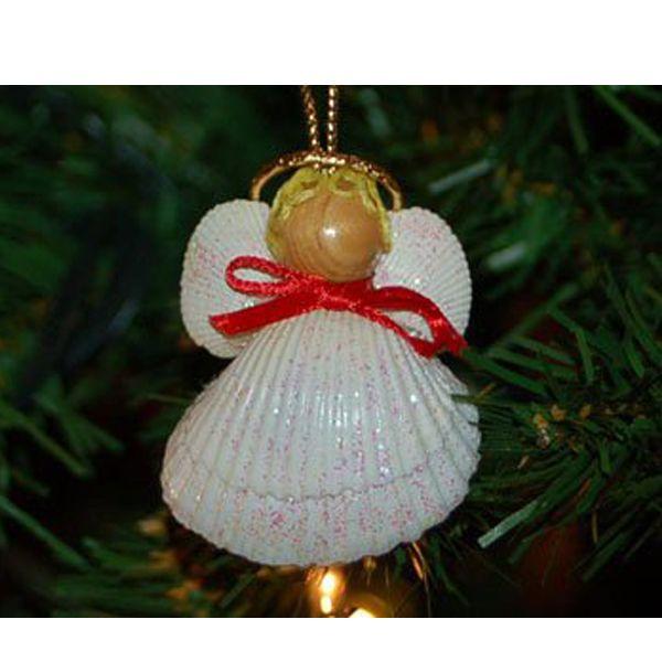 Рождественский ангелок из ракушек станет прекрасным украшением новогодней елки. Делается он очень просто.