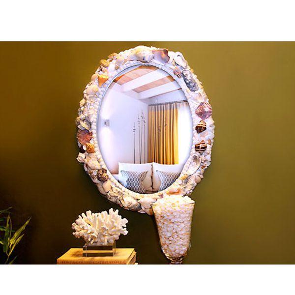 Из самого обычного зеркала и ракушек может получиться настоящий шедевр. Сделать его совсем не сложно.