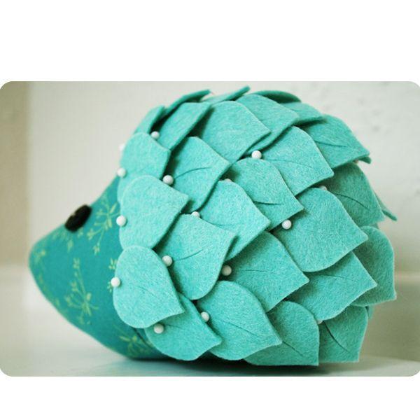 Ежик из фетра - замечательная игрушка для ребенка. Они очень просты в пошиве. Благодаря мастер-классу, вы в этом убедитесь.