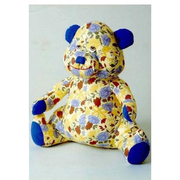 В зависимости от модели и инструкции изготовления игрушки, надо определиться с иголками для пошива, фурнитурой для украшения и с нитками для декоративного оформления.