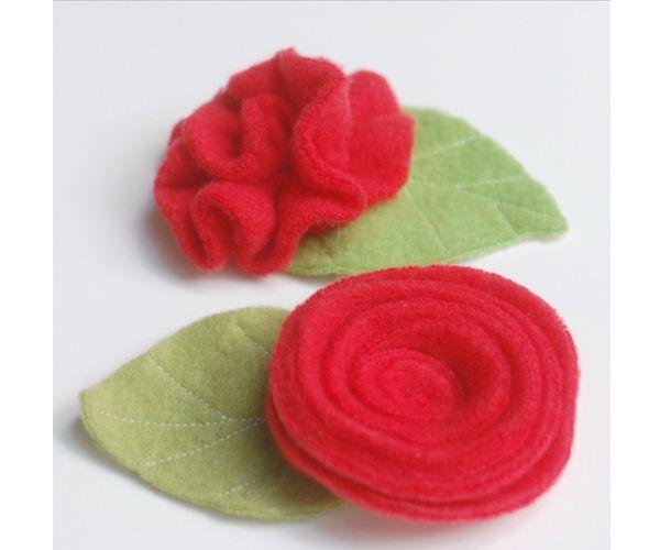 Обе розочки изготавливаются из длинной полоски ткани. Для первой закрученной розы, как вы увидите на фото, нужна сужающаяся полоска.