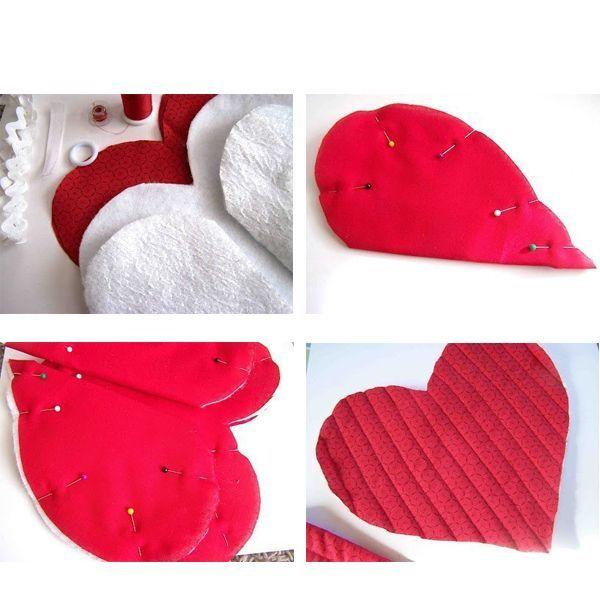 Нарисуйте на бумаге шаблон сердца и перенесите на ткань. Вырежьте четыре сердца из ткани основного цвета, а также из подкладочной ткани и фетра.