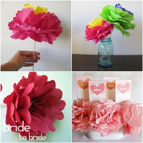 Цветы из салфеток делать просто, затраты минимальны, а пригодятся они для оформления самых разных элементов – банкетного стола, бонбоньерок и даже свадебной арки.